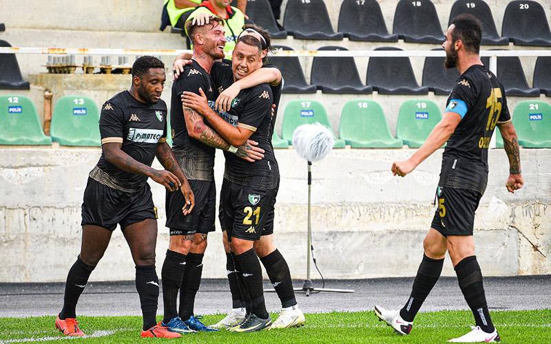 Denizlispor, Adanaspor engelini 2-0 ile aştı