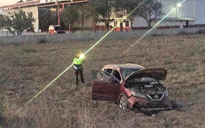 Otomobil karşı şeridi geçip arsaya girdi: 3 yaralı