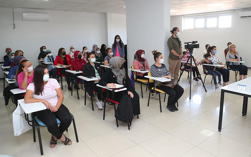 Merkezefendili kadınlara meme kanseri semineri