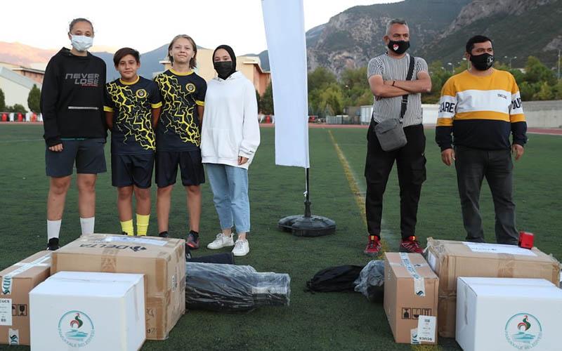 Pamukkale Belediyesinden amatör futbol kulüplerine spor malzemesi desteği