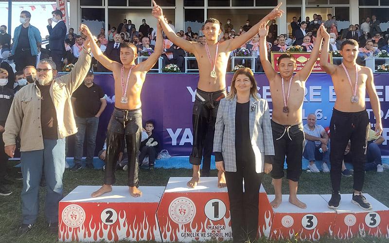 Pamukkale Belediyespor'lu pehlivandan altın madalya
