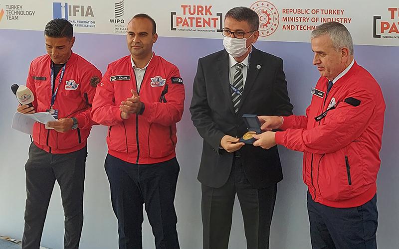 PAÜ ekipleri, İstanbul Uluslararası Buluş Fuarı'nda 3 ödül kazandı